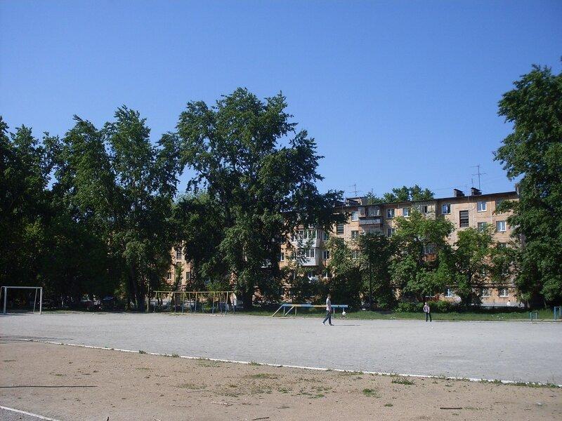 Городской пейзаж. Школьный двор.