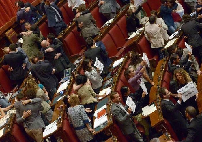 Гей-оргия в итальянском парламенте