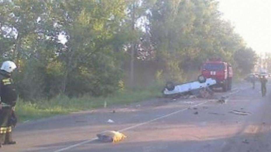 ВАЗ-2107 перевернулся вВоронежской области, трое погибли