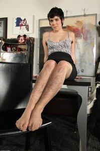Порно женшини волосатими ногами