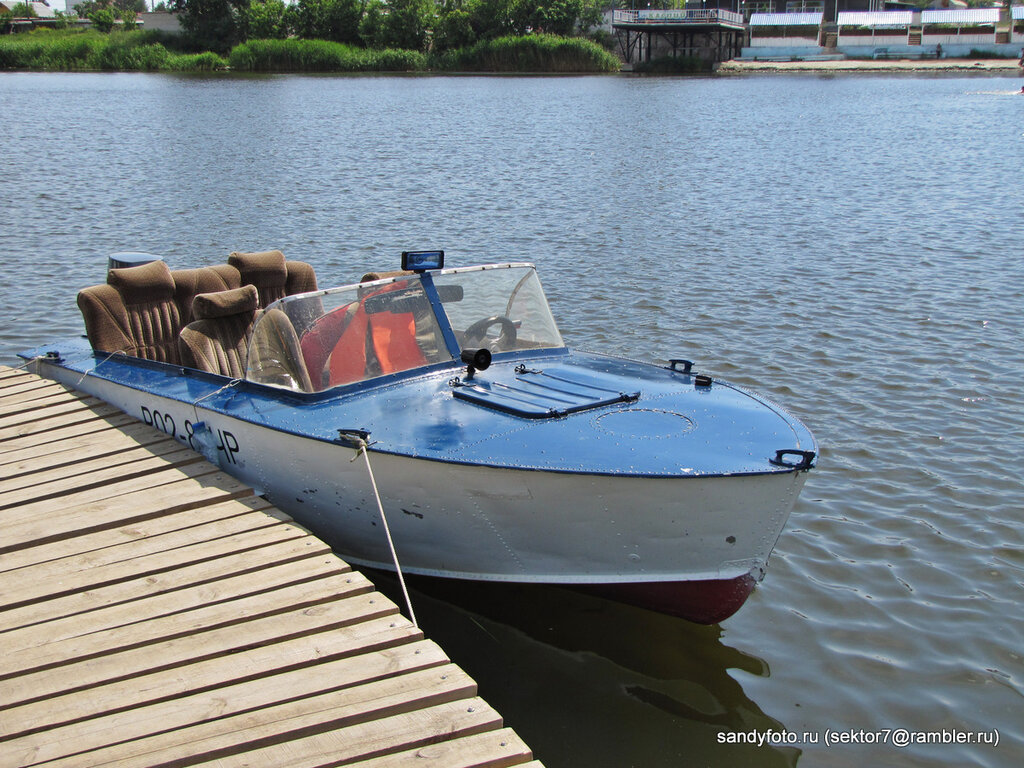 По Увельке на моторной лодке