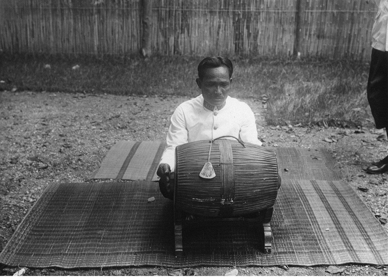 Камбоджа. Барабан сампхо