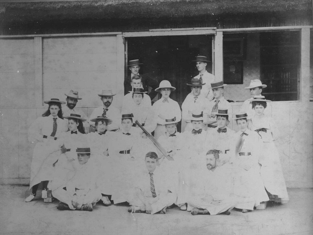 1880. Матч по крикету между дамами из Кобе и офицерами с Нарцисса.