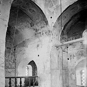 Церковь Спаса на Нередице. Внутренний вид на юго-восточный парус