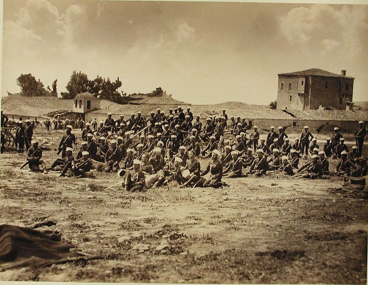 40. Солдаты и офицеры 2-го эскадрона Лейб-гвардии Гусарского полка на биваке. Турция. Амбарли