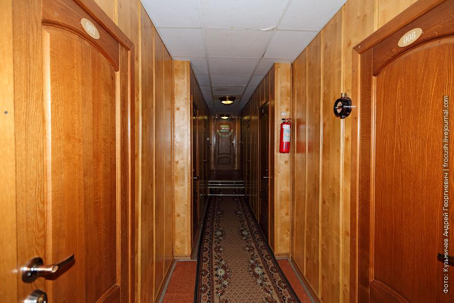 носовой коридор на нижней палубе теплоход Александр Свешников