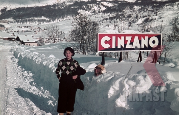 stock-photo-ww2-color-italy-1938-ski-sport-resort-cinzano-advert-poster-snow-winter-martini-8285.jpg
