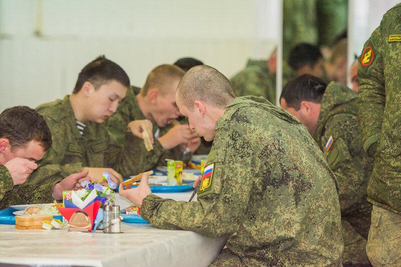 Солдат в армии кормят только после дактилоскопии
