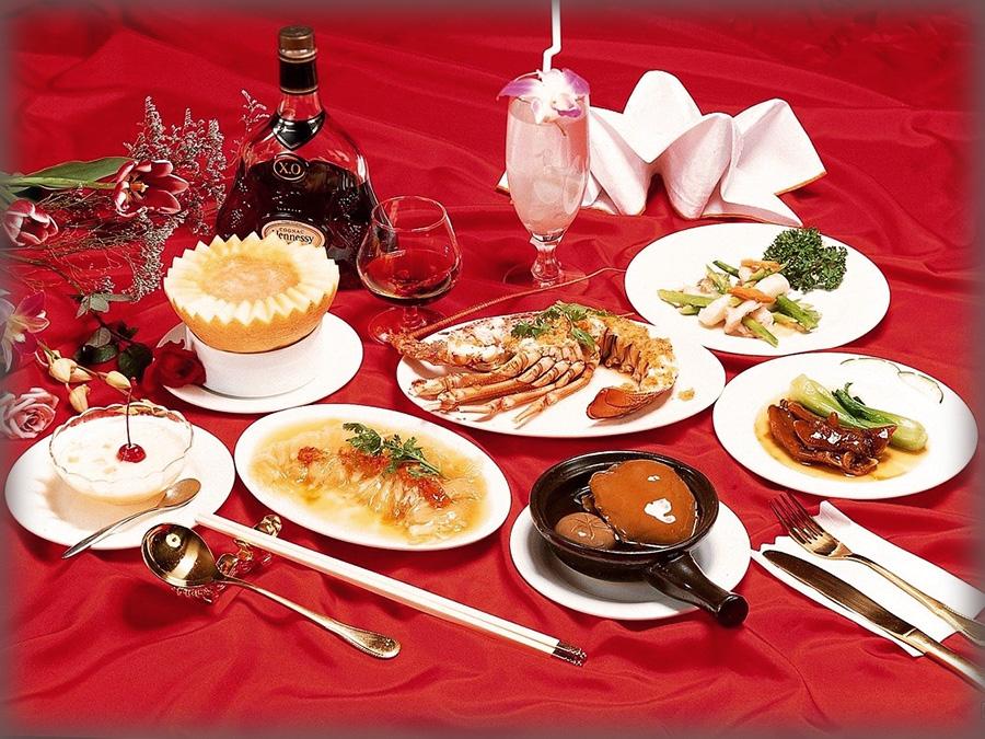 Как подавать на стол блюда и напитки