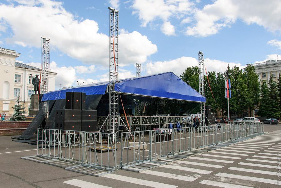 сцена на площади Ленина в Сарове