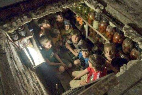 дети Славянска прячутся от артобстрела