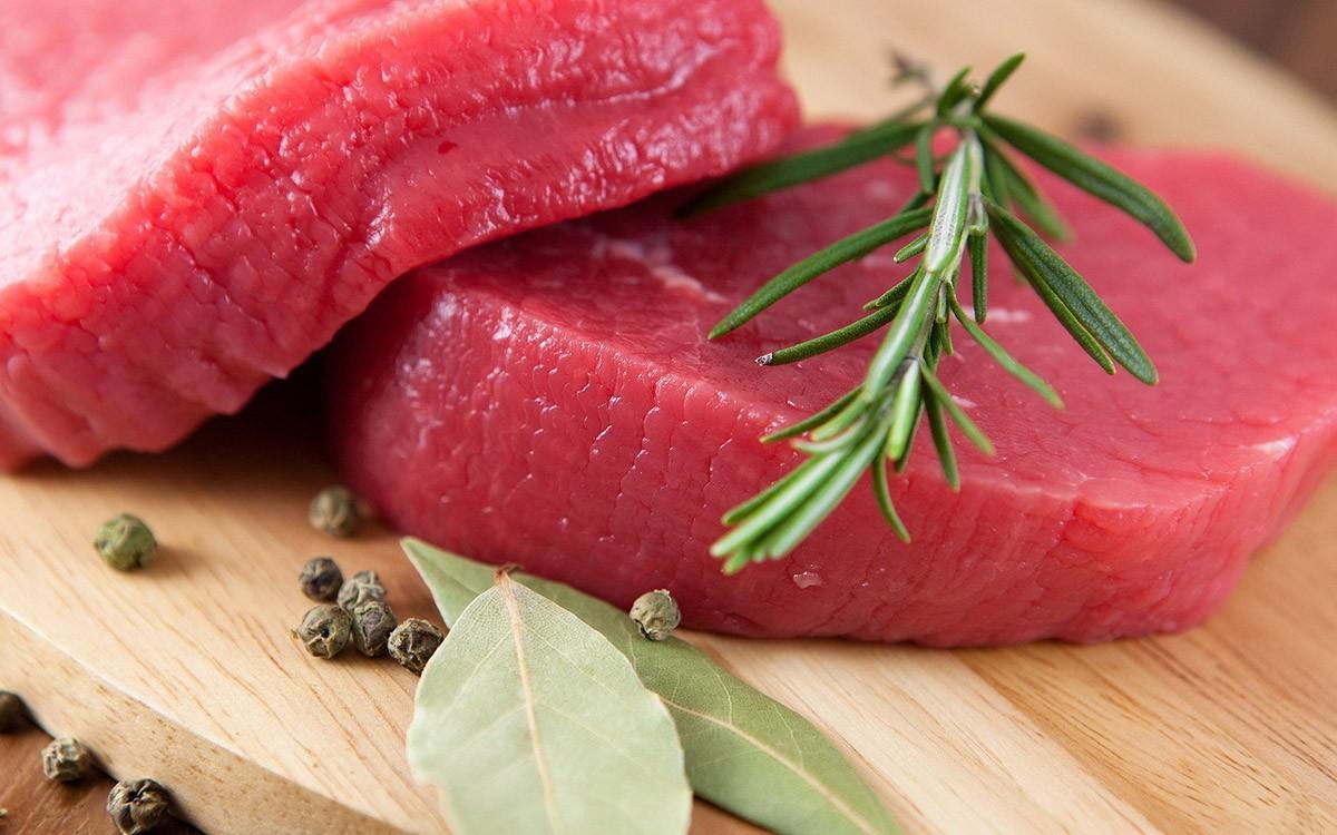 9. Красное мясо Это довольно тяжелый продукт, особенно с утра, когда организм, не набравшись энергии