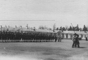 Церемониальный марш измайловцев во время парада полка.