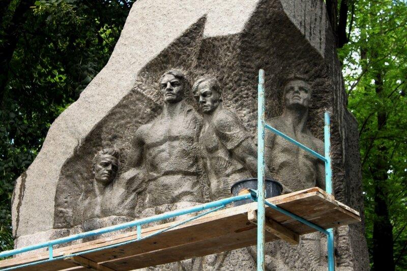 Памятник футболистам Динамо Киев