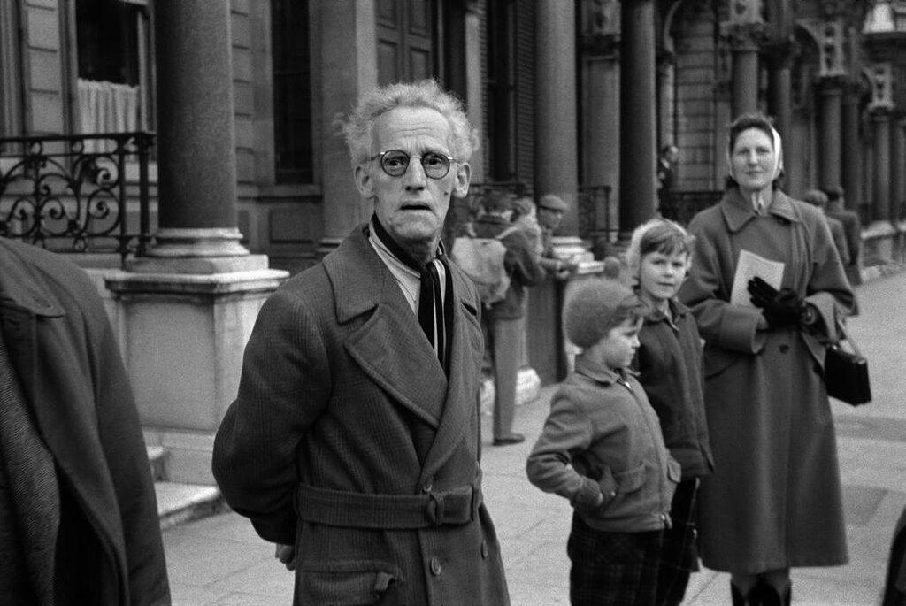 ENGLAND. London.Londoners. 1951