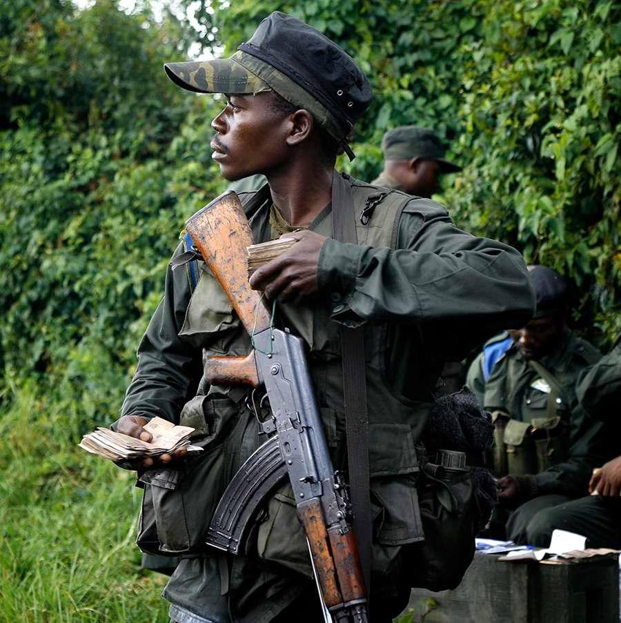 Конго: Мы отличные солдаты: у нас денег куры не клюют