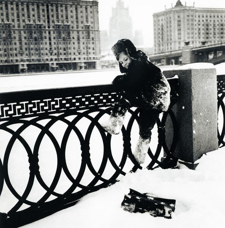 fotograf-Dmitriy-Baltermants_1_52  Коля живет в Москве.jpg