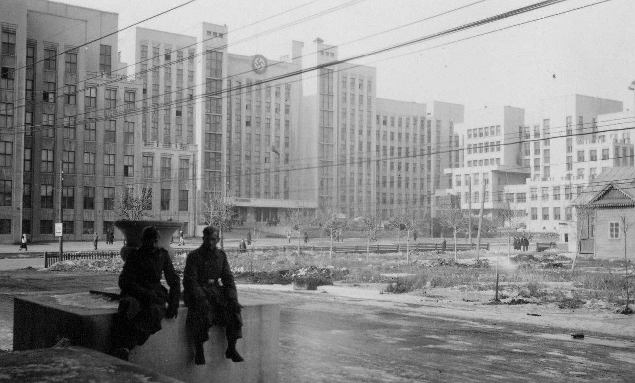 1941. Минск, немецкие солдаты в оккупированном городе