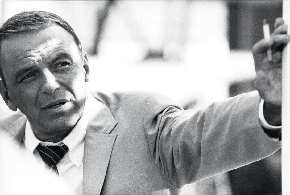 1968. Фрэк Синатра с сигаретой. Майами-Бич