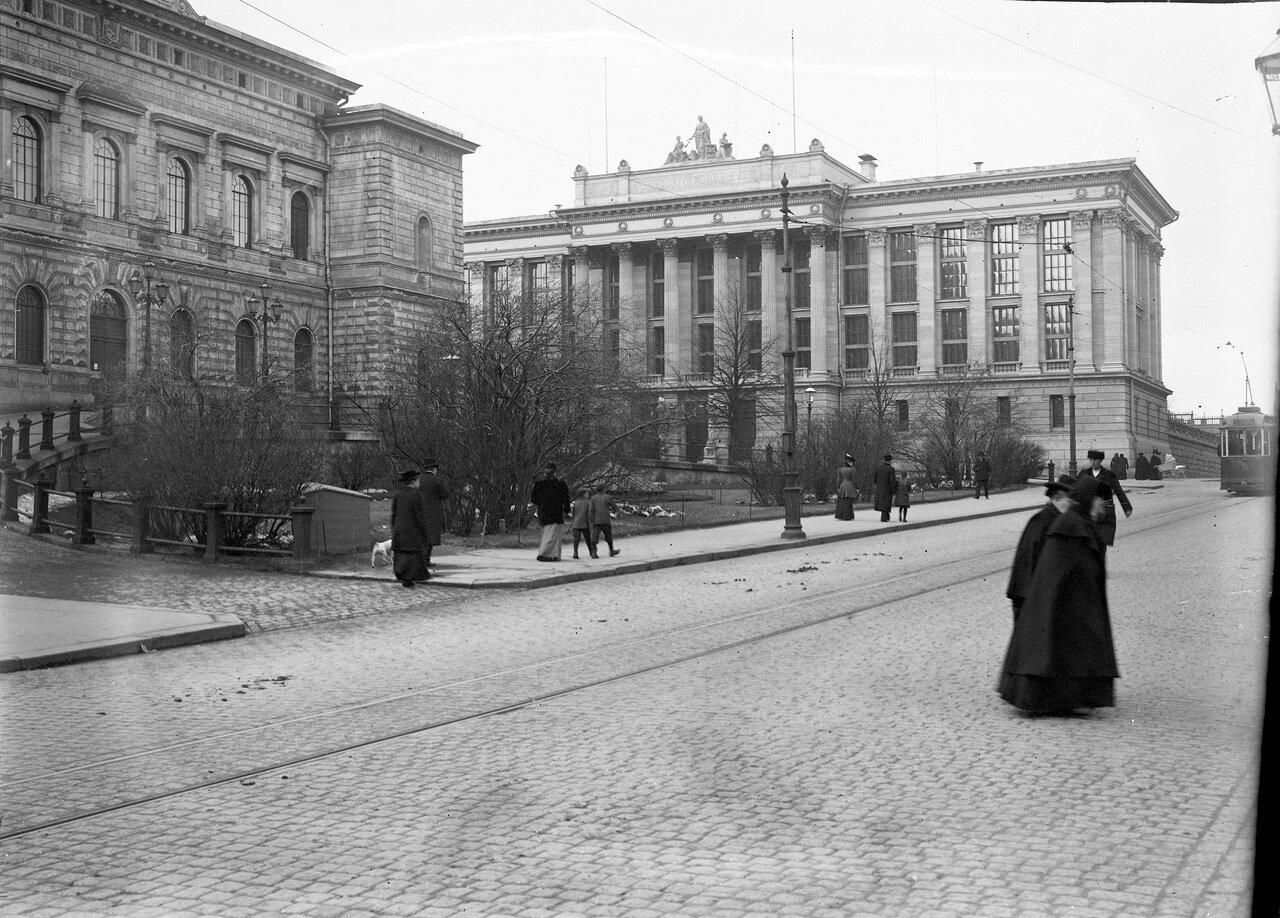 Николаевская улица. Русско-Финляндский банк и Национальный архив