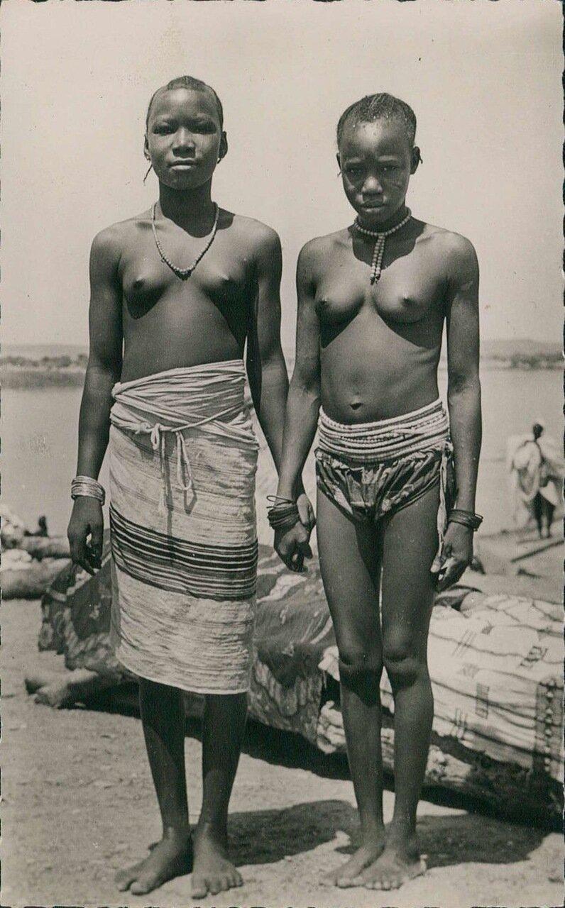 1940-е. Девушки племени пеулов во Французской Экваториальной Африке