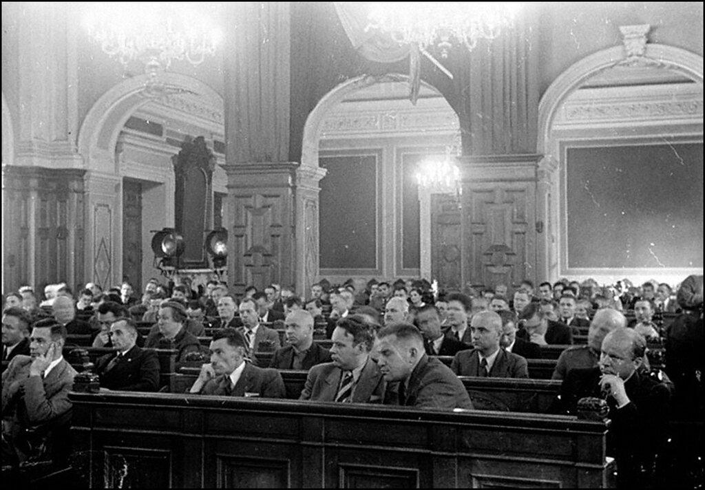 Внутренний вид зала заседаний Латвийского народного сейма. Рига. 1940 г.