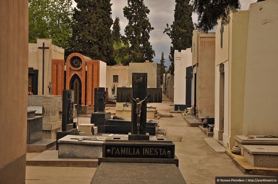 0 240381 a7c8e524 orig День 391 393. Главная площадь Мендосы, старое кладбище и мате