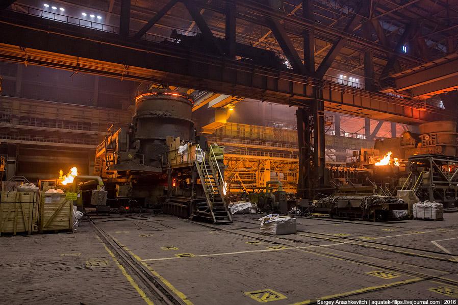 21. Из котлов внепечной обработки сталь равномерно выливают в специальный конвейер, где из нее