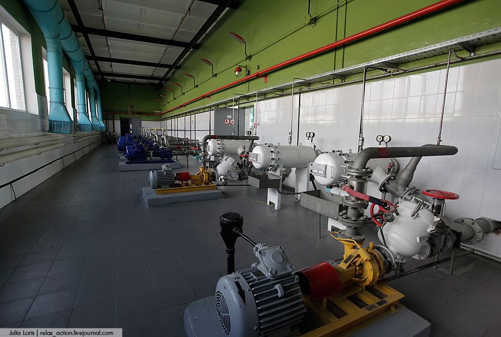 В насосной станции, в топливозаправщиках стоят специальные фильтры, которые обеспечивают дополнитель