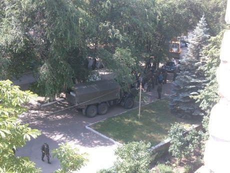 общага вну вид из окна военная техника боевики