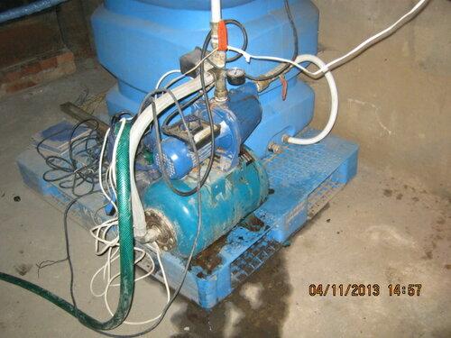Накопительный бак и гидрофор для автономного водоснабжения дома
