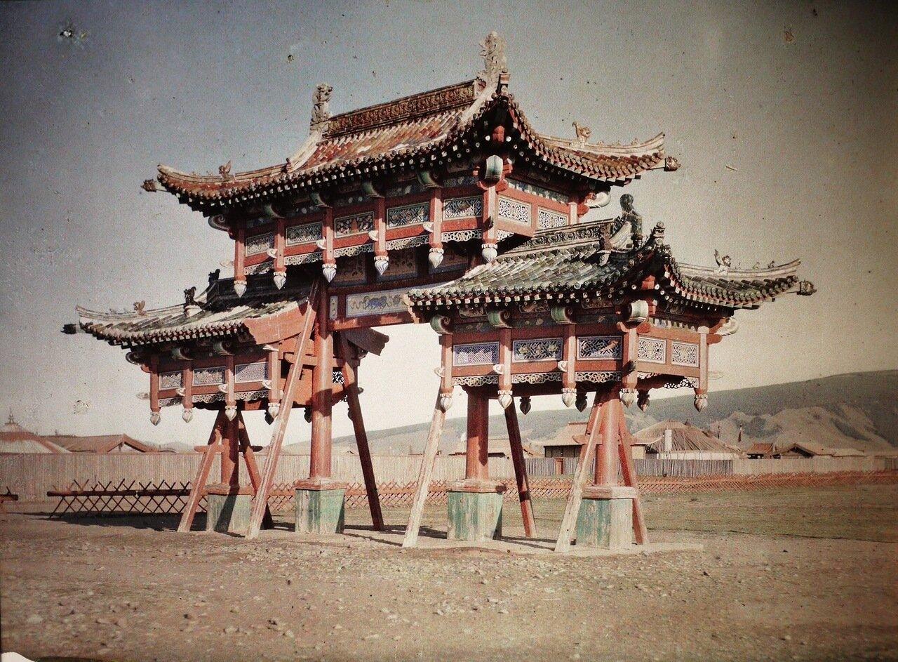 Триумфальные ворота дворца Богдо-гэгэна