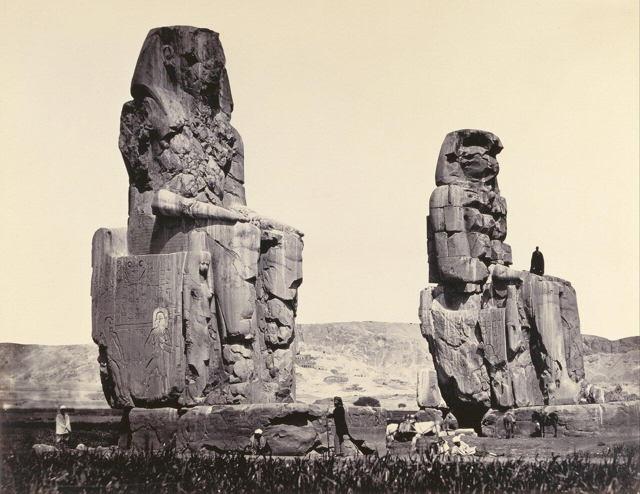 Фивы. Статуи на равнине