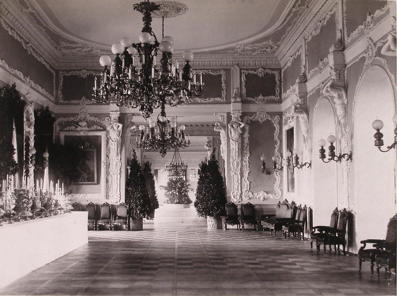 Вид части одного из залов в здании Благородного (Дворянского) собрания, подготовленного к праздничному ужину в честь торжества коронации