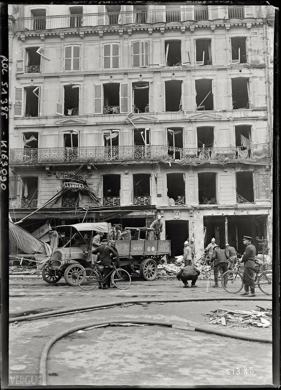 1918.  Рю де Риволи после воздушного налета