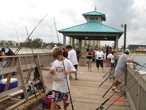 Любителей рыбалки полно в любом уголке Земли!