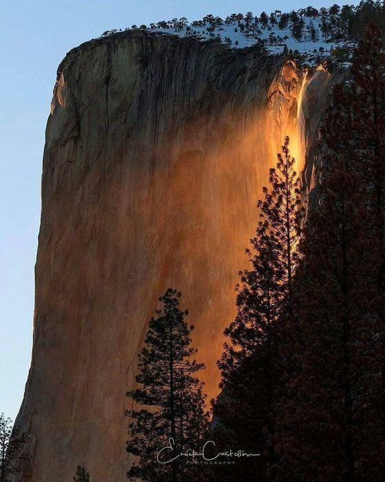 """Удивительный водопад """"Лошадиный Хвост"""" из национального парка Йосемити в Калифорнии, США (6 фото)"""