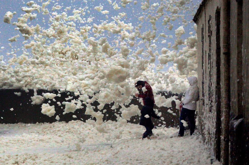 3. Во Французских Альпах снега намело больше, чем обычно. (Фото Jean-Pierre Clatot):