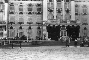 Император Николай II на параде в момент торжественного богослужения.