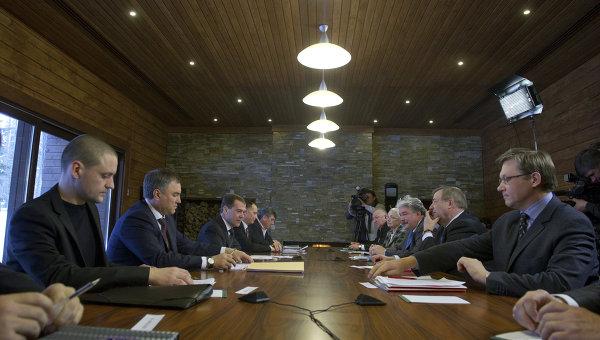 20120221_01-25-Диалог президента и внесистемной оппозиции- без гарантий и сенсаций