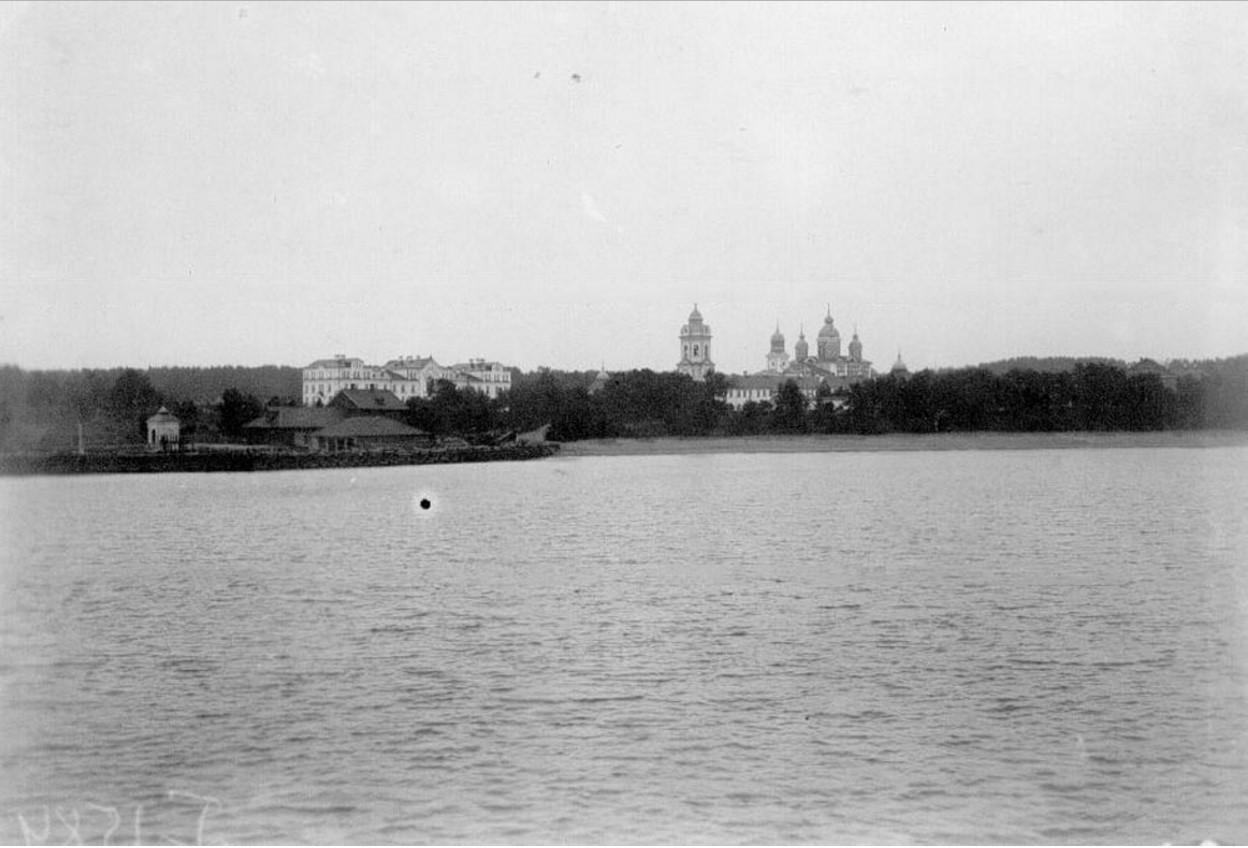 01. Вид с парохода на монастырь