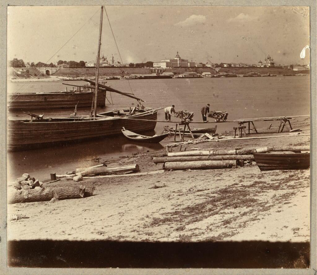 Выгрузка дров на Волге. Ярославль. 1910.