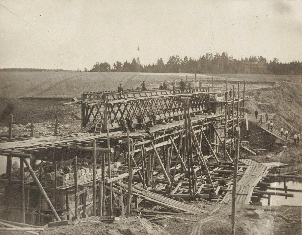 Железнодорожный мост через реку Вяйке-Эмайыги во время строительства