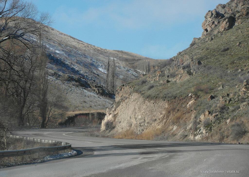 Дорога на кордайском перевале