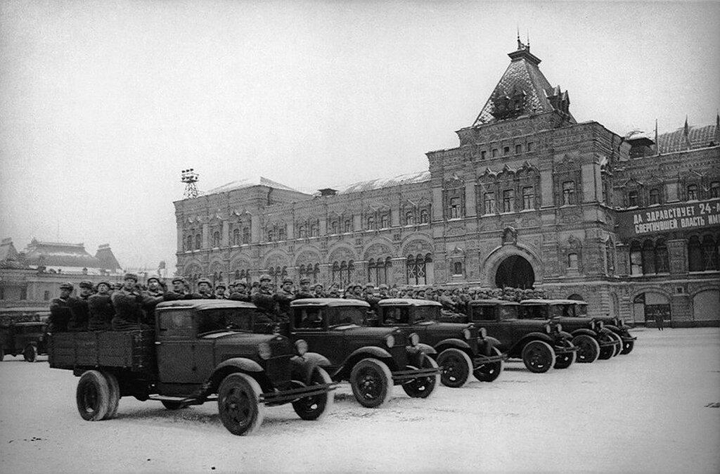 331490 На параде 7 ноября 1941 года.jpg