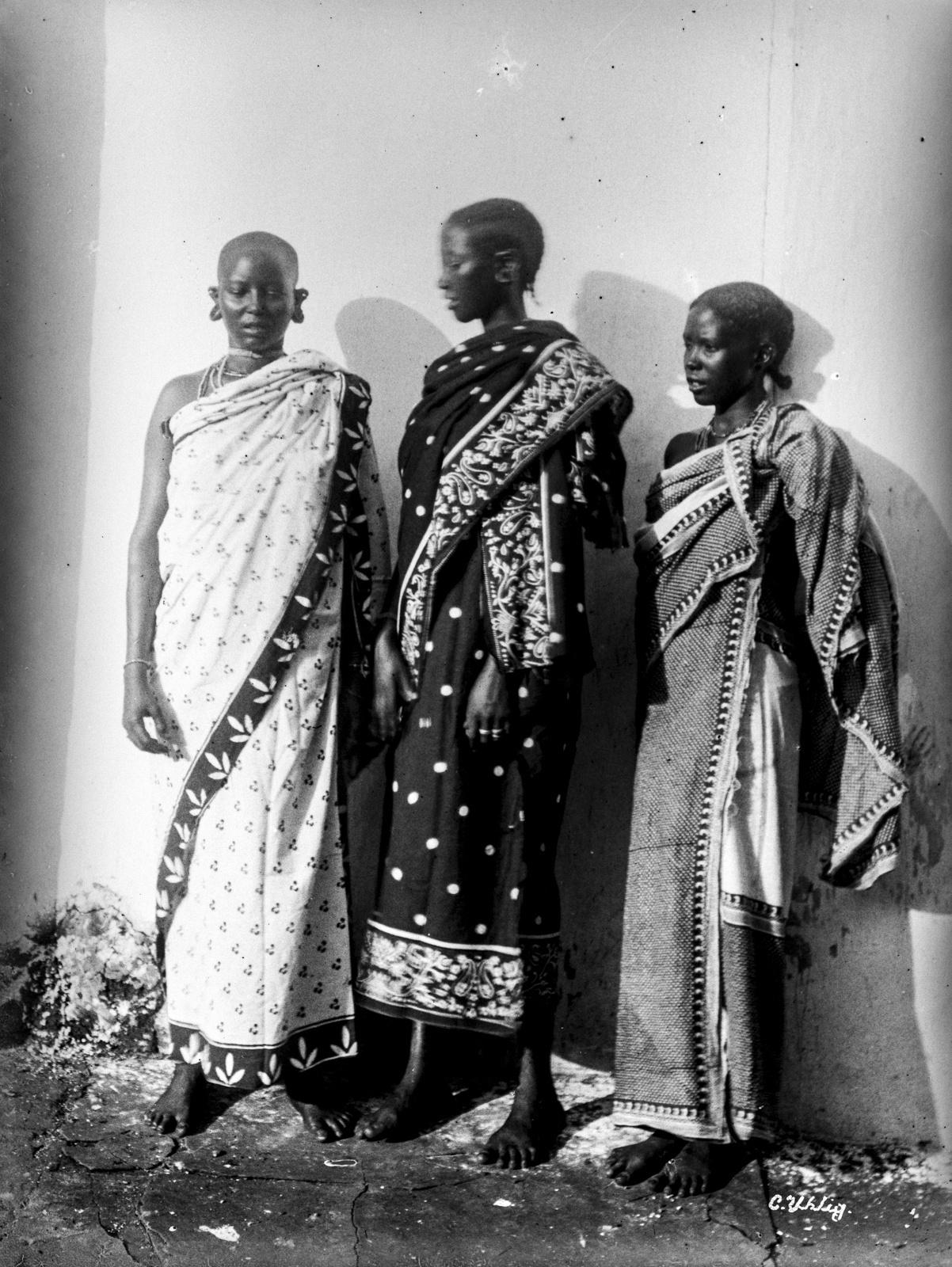167. Три женщины масаи
