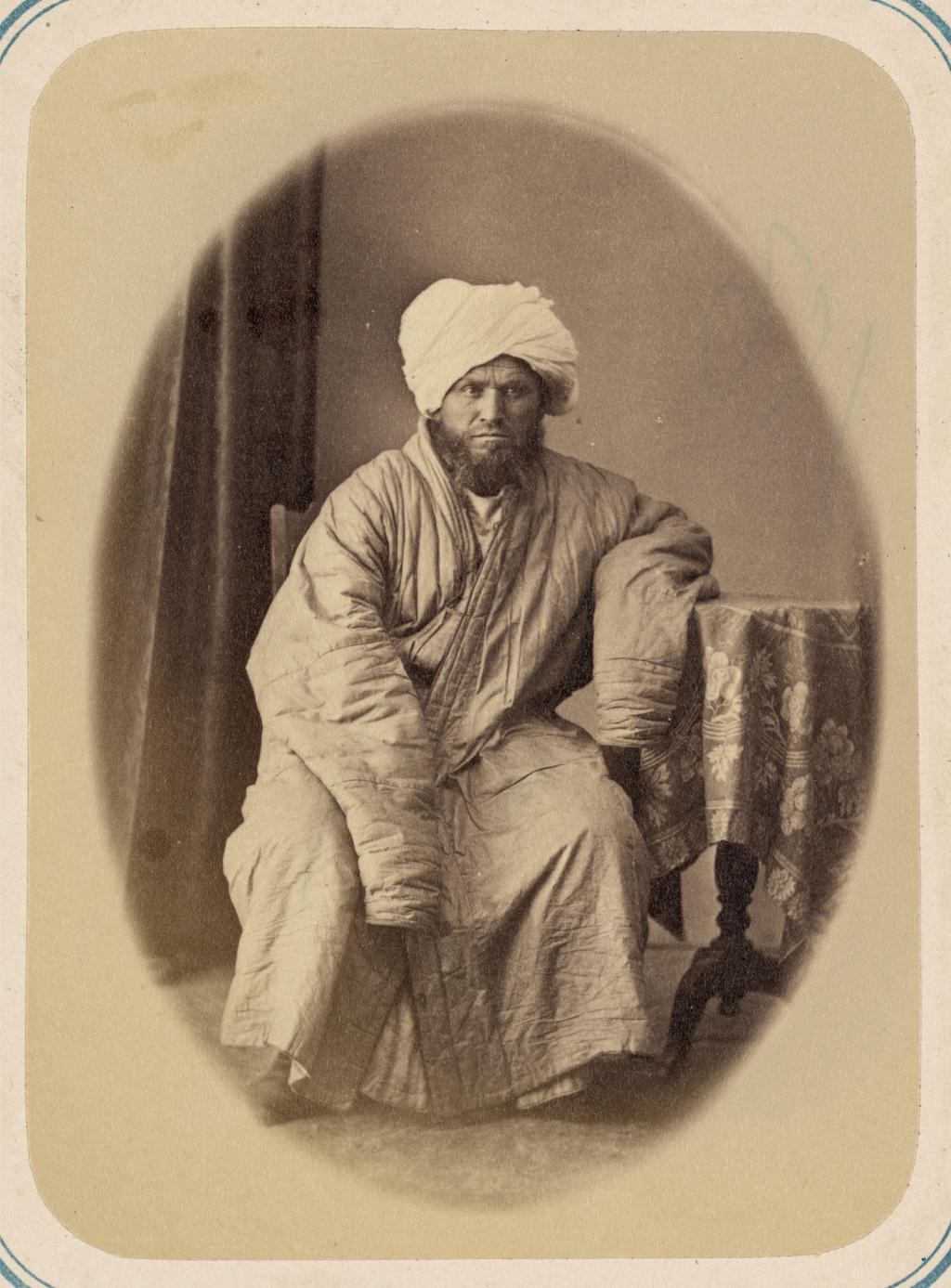 Общая молитва в годовые праздники и должностные лица при мечетях. Духовник Султан Ходжа