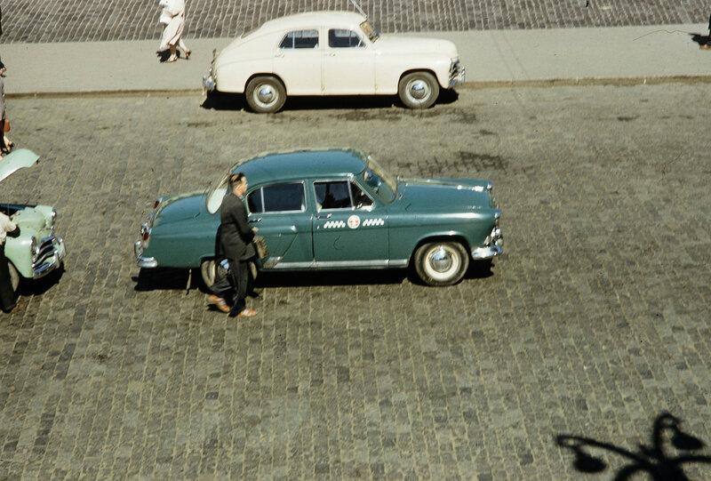 1959 Такси в Москве. Harrison Forman.jpg