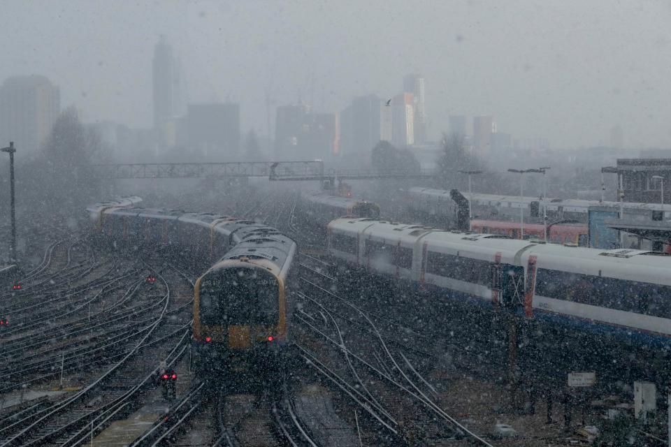Снегопады вызвали транспортный хаос в Великобритании