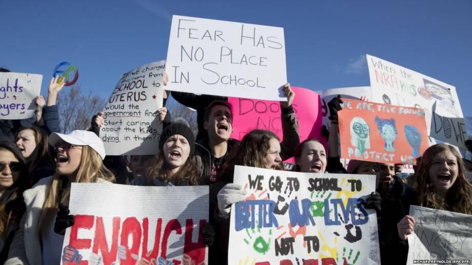 США: в Вашингтоне десятки тысяч людей собираются на протест относительно оружия